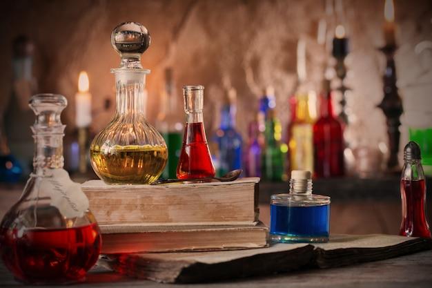 Волшебное зелье, древние книги и свечи