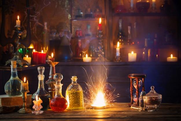 Волшебные зелья в бутылках на деревянном фоне