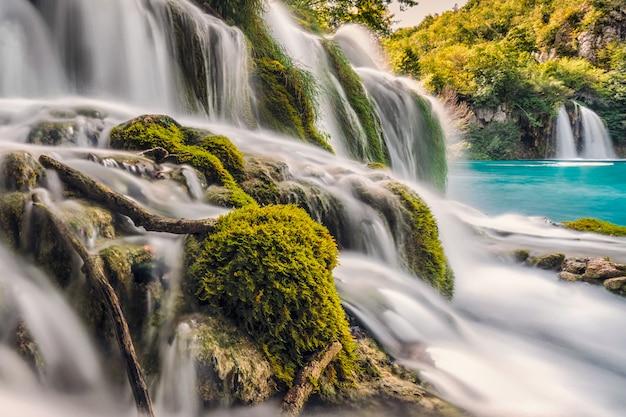 Волшебный шелковистый водопад