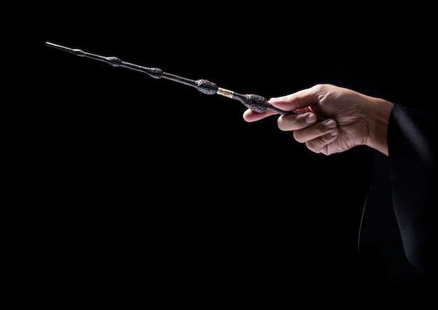 Волшебная палочка в черном. чудо волшебная палочка инструмент мастера.