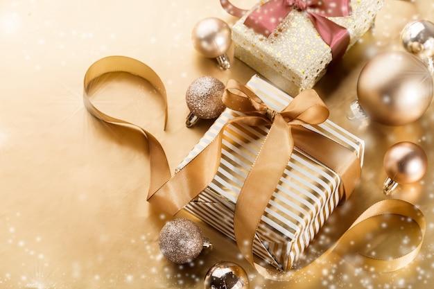 크리스마스 선물의 마법 배치 프리미엄 사진