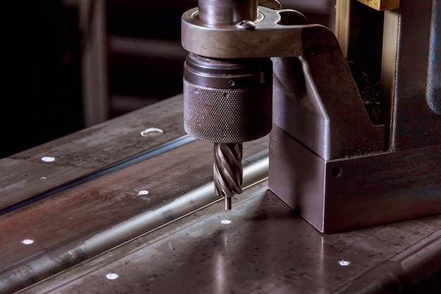 Магнитно-сверлильный станок. фрезы вращающегося типа из быстрорежущей стали магнитные кольцевые фрезы для сверления отверстий