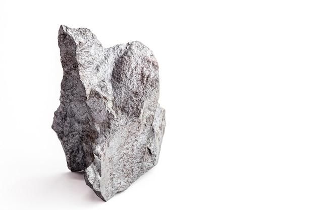 Магнетит, магнитная руда. это магнитный минерал, образованный оксидами железа, используется в промышленности.