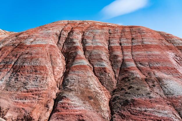 웅장 한 줄무늬 붉은 산 풍경