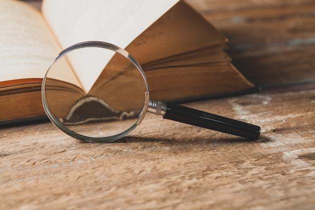 돋보기와 책. 개념 연구 자료