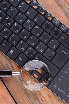 Magnifying glass over arrows key in the keyboard