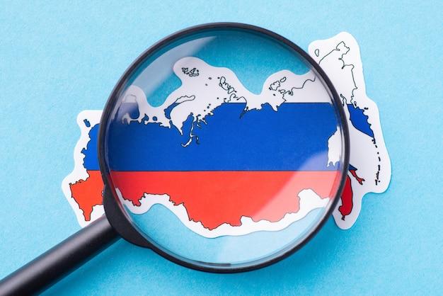 Увеличительное стекло на карте россии
