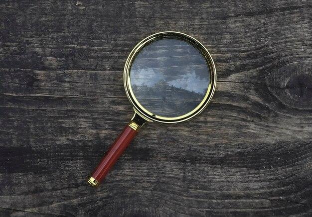 木材の老化した風化背景拡大コンセプトの拡大鏡