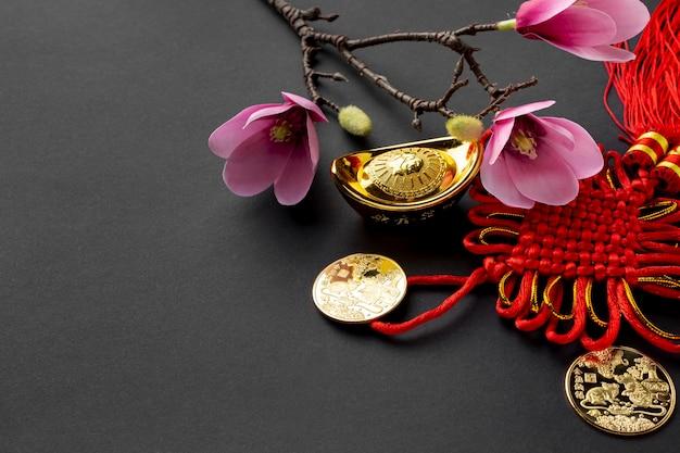 Магнолия и золотые монеты на китайский новый год