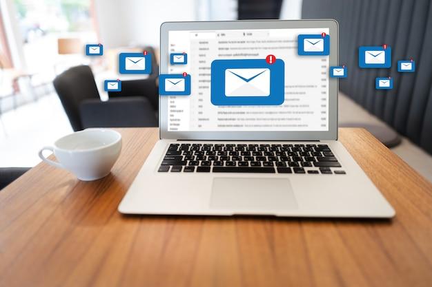 メール連絡先電話グローバル通信の概念へのメール通信接続メッセージ