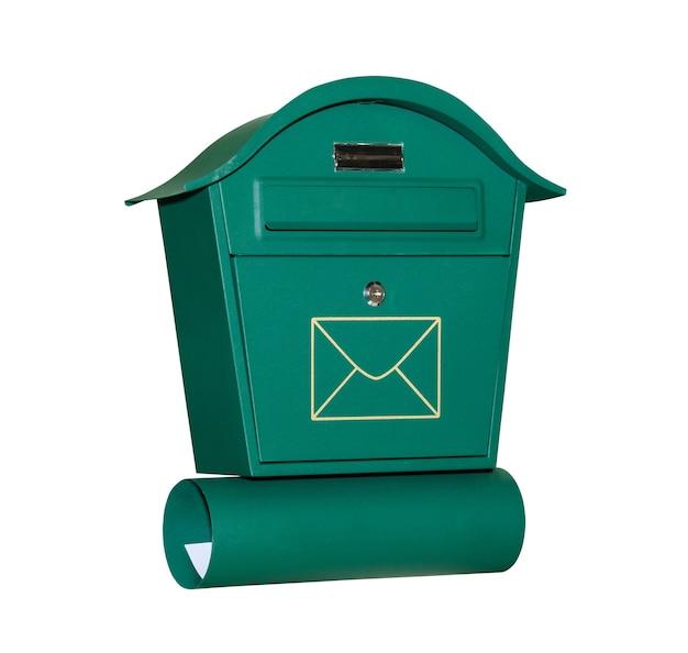 Почтовый ящик зеленого цвета, изолированные на белом фоне