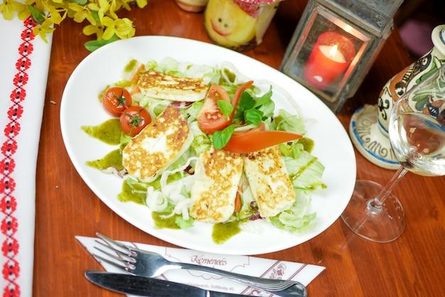Основное блюдо в ресторане