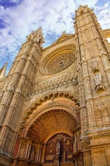 パルマデマヨルカ大聖堂のメインファサード。