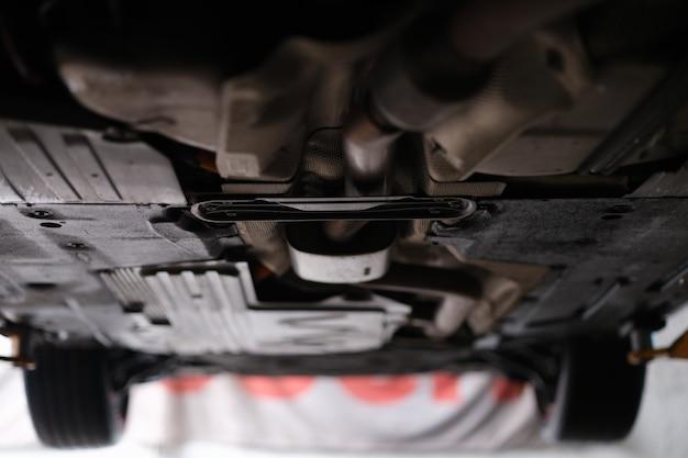 リフト時のメンテナンスと車のサスペンション。車両サスペンション診断テストルール