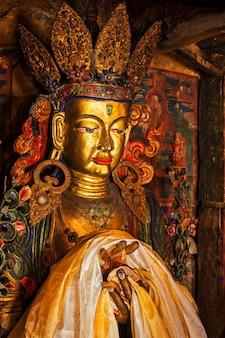 Статуя будды майтреи