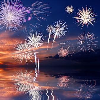 夕方の空に雄大な花火