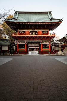 장엄한 전통적인 일본 목조 사원