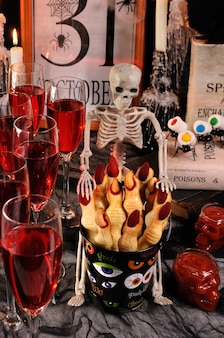 Make these witches shortbread fingers for a spooky treat at halloween