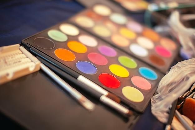 Палитра для макияжа и кисти focus concept