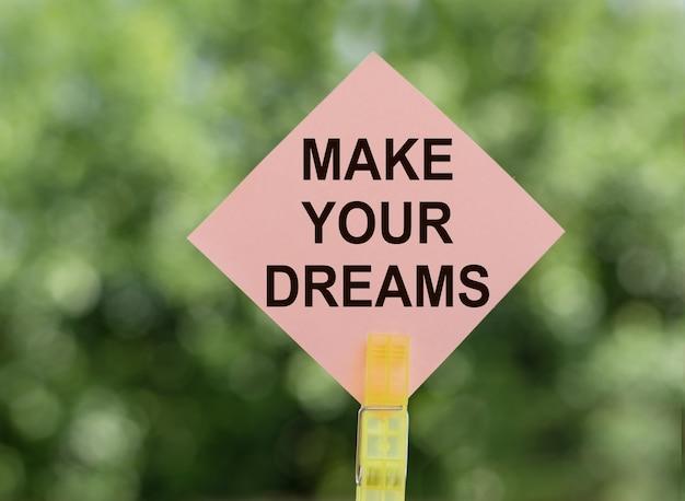 꿈을 꾸고, 노트에 종이를 써보세요