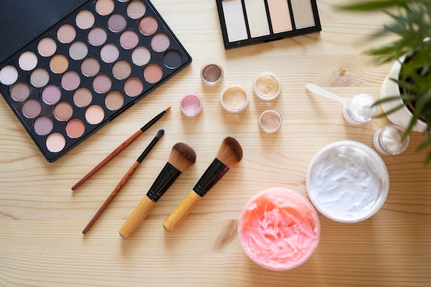 Makeup artist vlogging elements