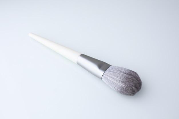 白の化粧ブラシ