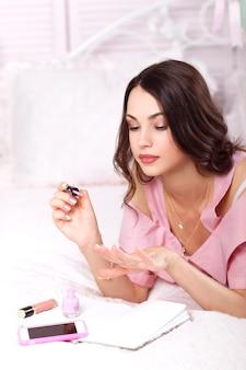 メイクマニキュアワニス美容女性ファッションアクセサリー化粧品広告コンセプト