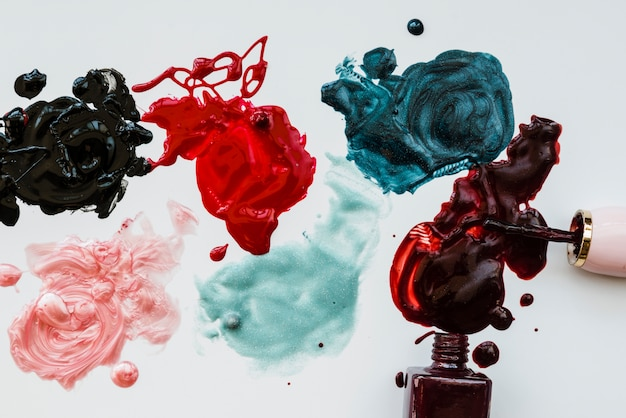 Makeup of nail polish with stains