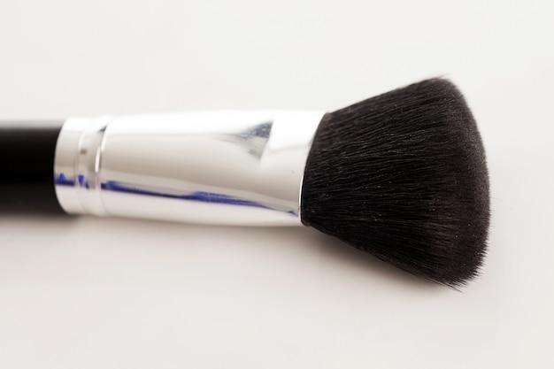 Pennello trucco naturale con polvere beige