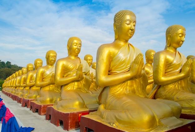 Makha bucha、1250人の弟子像を持つ仏、nakhonnayok、タイ