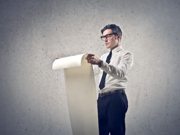Составление списка на бумаге