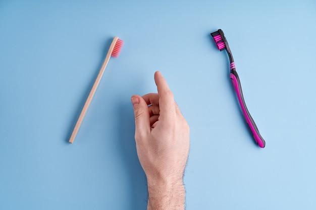 Выбор между пластиковой зубной щеткой и экологически чистой бамбуковой зубной щеткой