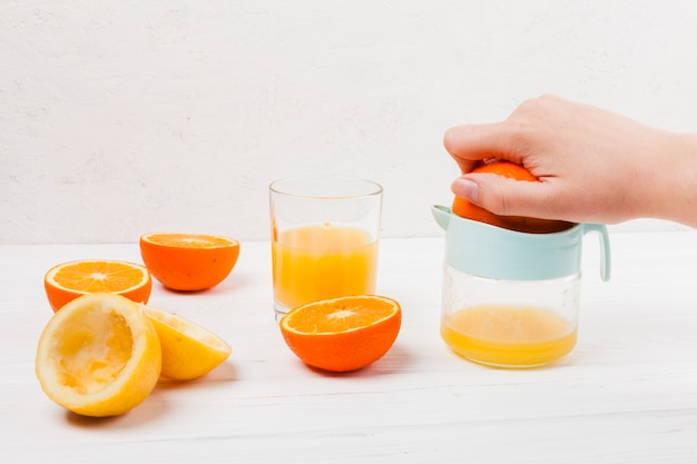 Making of citrus juice with squeezer