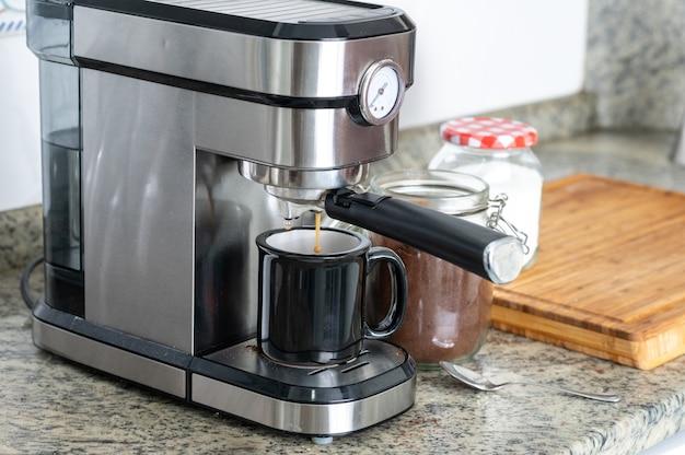エスプレッソマシンの冷凍コーヒームーブメントで自宅でコーヒーを作る。