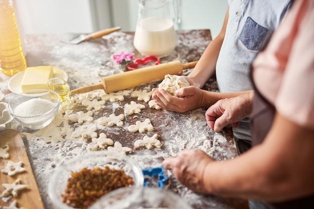Приготовление вкусного печенья - долгий и увлекательный процесс