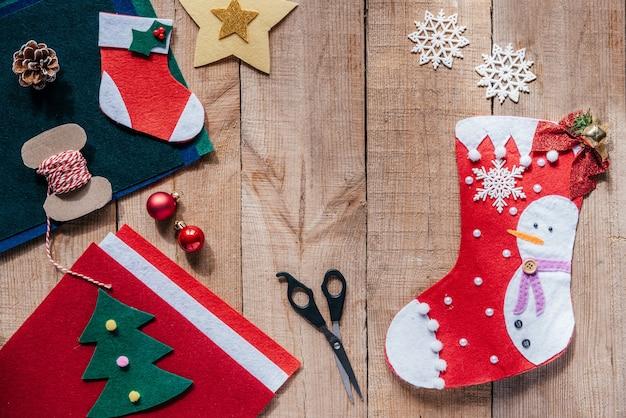 아이들을 위한 펠트 크리스마스 스타킹 크리스마스와 새해 공예품 만들기