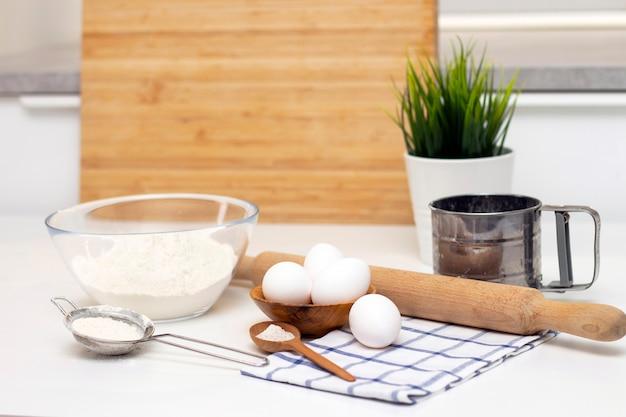 パンや自家製焼き菓子の生地を作る