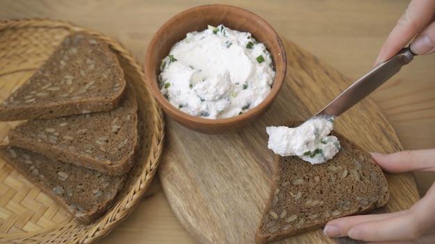 Готовим полезные бутерброды с творогом