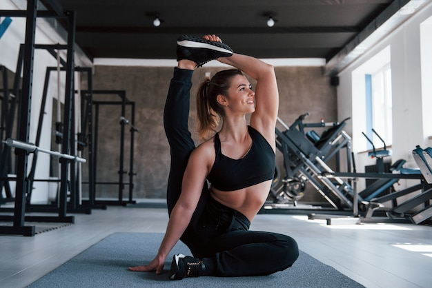 Making it looks easy.  gorgeous blonde woman in the gym at her weekend time.