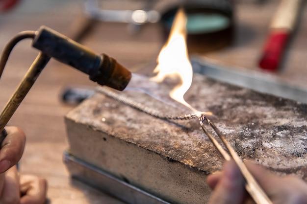 Изготовление украшений на сильном огне