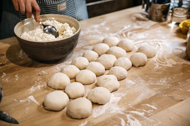 カッテージチーズで伝統的なパイを作る