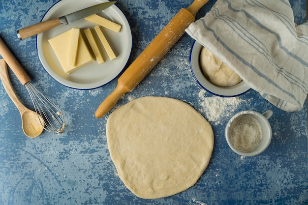 Realizzazione di tequenos tradizionali con formaggio