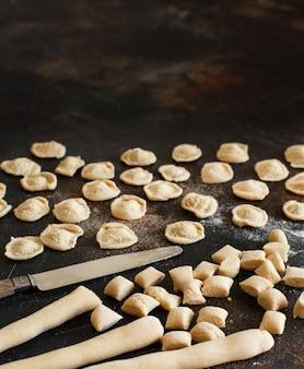 イタリア、プーリア産の全粒小麦粉パスタオレキエッテの製造
