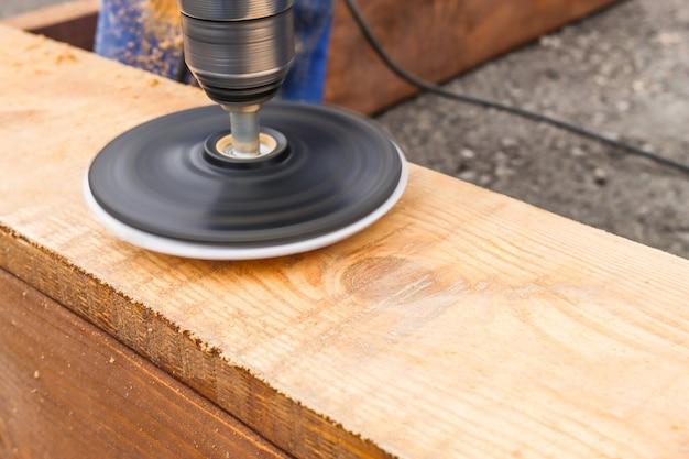 Изготовление изделий из дерева своими руками с использованием профессиональных инструментов