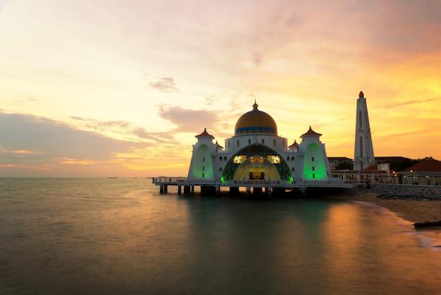 말라카 이슬람 사원은 말라카, 말레이시아에서 아름 다운 이슬람 사원입니다.