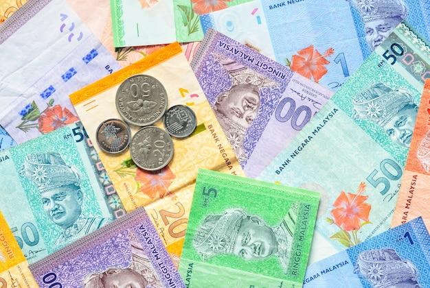 말레이시아 링깃 지폐와 동전 배경의 말레이시아 통화.