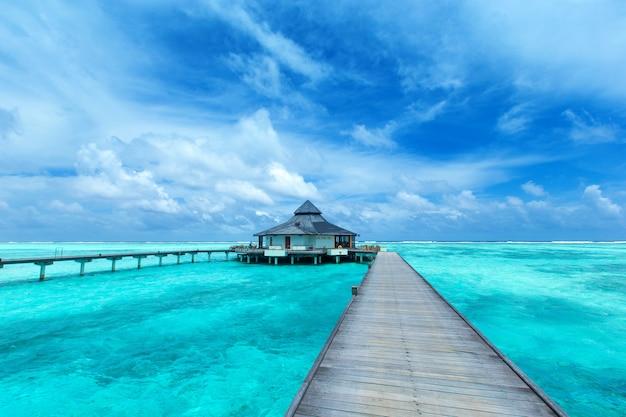바다 물 풍경에 몰디브 물 방갈로
