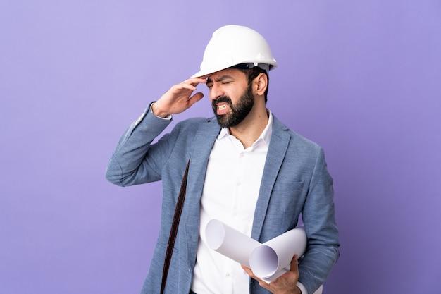 두통으로 남성 건축가