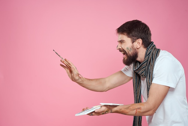 Мужской художник кисть краски искусство хобби стиль жизни розовый