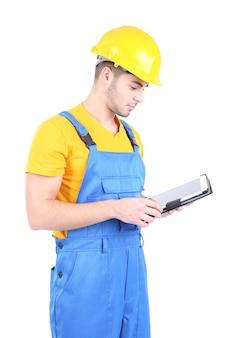 Мужчина-строитель в желтом шлеме на белом
